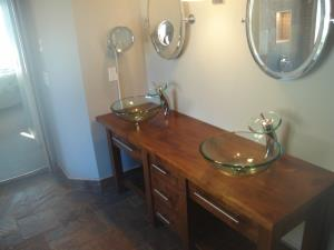 A His & Hers  Master vanity  l/h view.     2 of 4